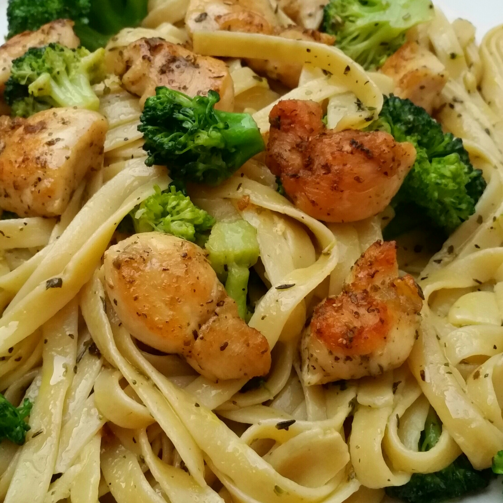 Grilled Chicken w/ Broccoli, Garlic, and Olive Oil Pasta